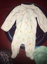 Nb Baby's white and yellow footie pajama Laurel, 20708