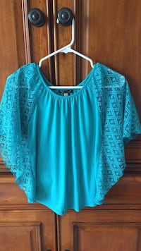 Girl's lace sleeve shirt - Large Naperville