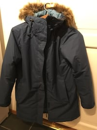 svart zip-up parka jakke