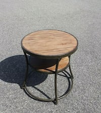 Round end table Newmarket, L3Y 2N9