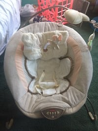 Soft bear bounce chair with music and vibrations Middletown, 17057