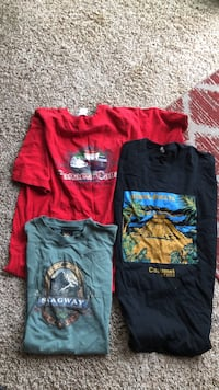 two black and red crew neck shirts Bakersfield, 93314