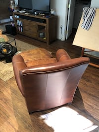Brown leather Ethan Allen chair 43 km
