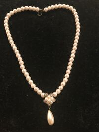 White pearl beaded necklace with pendant