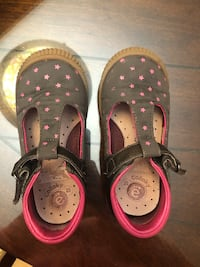 Pair of gray and pink shoes, size 8 Laurel, 20707
