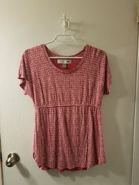 Old navy maternity top sz S Nanaimo, V9S 5J7