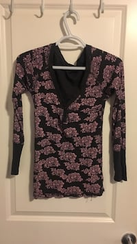 black and gray floral deep v-neck top Calgary, T2X 0C8