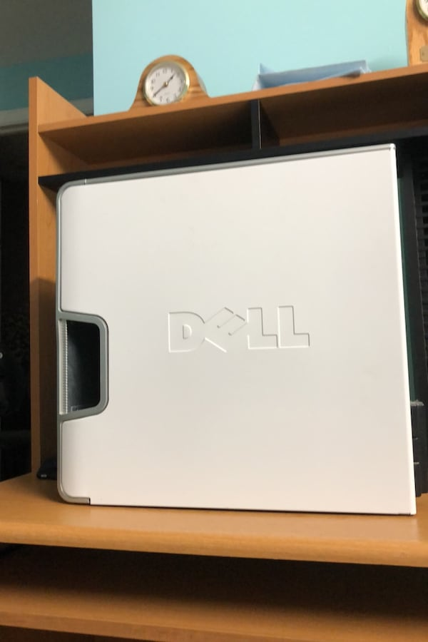 Dell desktop with keyboard, mouse, speakers, monitor 1bf93f38-b442-4eed-93b6-55b75172edd9