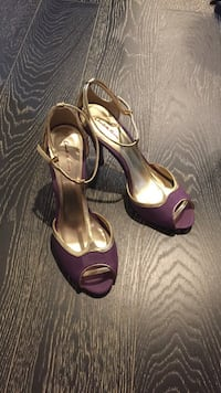 Women's purple and gold shoes Toronto, M5T 3M3