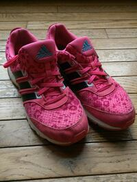 Woman's Adidas running shoes sz 10  Vernon, V1H 2C6
