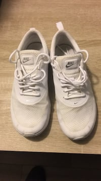 Pair of white nike running shoes District Heights, 20747