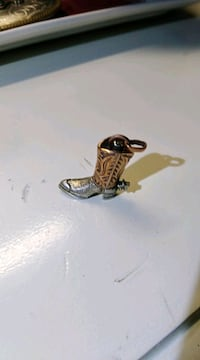 Boot pendent  Youngsville, 70592