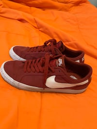 Nike Dunks Low Top  Laurel, 20724