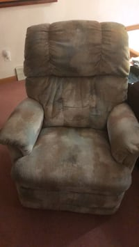 Lazy boy rocker just needs a new handle Saturday pick up only after 2pm Cambridge, N1R 8A3