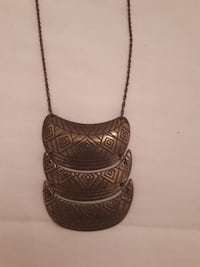 Brass three embossed pendant necklace Whitby, L1R 3C2