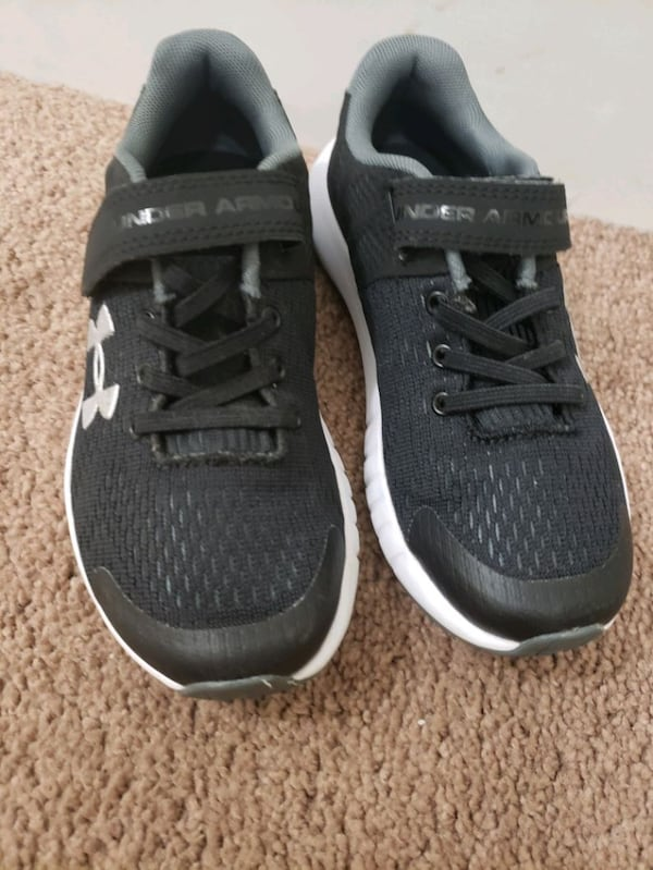 UNDER ARMOR brand boy sneakers, are new I bought them for my son they  f1ab955f-67e0-4d52-916c-265d3a377eab