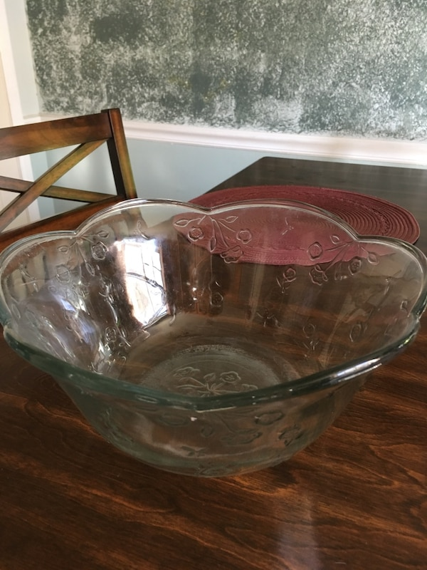 clear glass bowl with lid