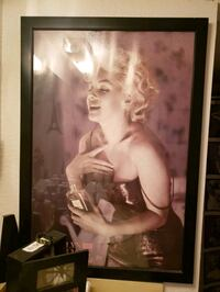 Glass framed  marylin monroe picture