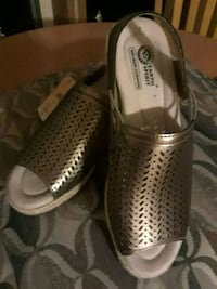 """Ladies size 8 """"EARTH SPIRIT"""" wedge sandals (nwt) Hodgenville, 42748"""