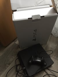 Black sony ps4 console with controller Québec, G2A 0C4