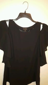 Women's shirt size medium... porch pick up in Mounds View Mounds View, 55112