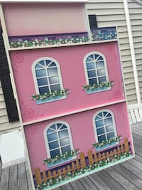 4foot wooden doll house Quincy, 02169
