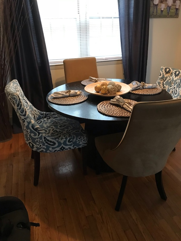 Heavy duty round dining table with 4 chairs