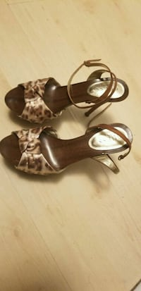 pair of brown leather open-toe ankle strap heels Toronto, M4L 2R6