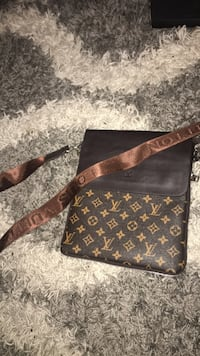 brown Louis Vuitton leather crossbody bag Mississauga, L4Z 1J5