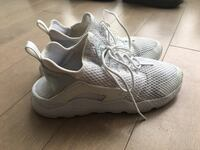Nike Huarache Womens Size 8 Shoes  Surrey, V3V 7C3