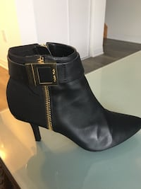 Black leather side-zip booties Calvin Klein 6.5 Toronto, M3K