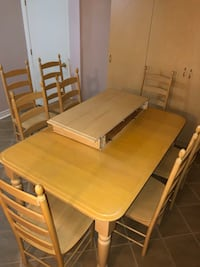 Solid blonde maple wood dining table and chairs Vaughan, L6A 3G5
