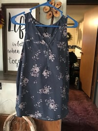 Blue and white floral tank size small Unionville, 52594