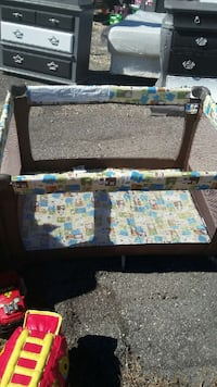 white and brown travel cot Tampa, 33619