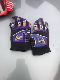 purple-and-black gloves Riverside, 92507