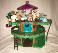 Lil' Woodzeez Calico Critters Sylvania Families 3 story interactive Treehouse doll house with 8 figures. Bear and Koala families.  Please see all pictures for more details and description. Use photos as part of the description. $45 Blythewood, 29016