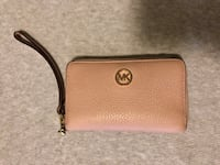 Pastel pink michael kors leather wristlet Woodbridge, 22191