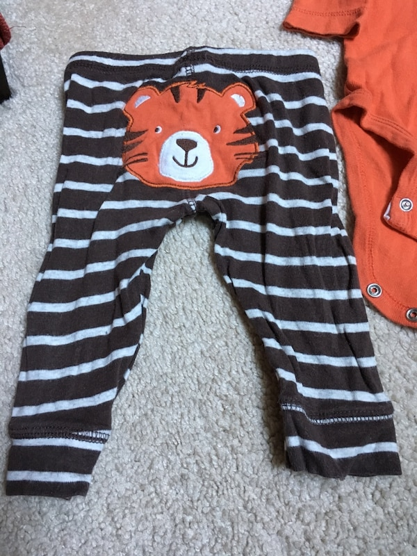 Cute baby outfits! size 3 months 0947bff5-9690-4cd3-8be4-7f1c5941b938