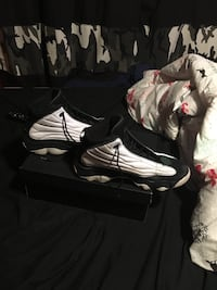 Jordan Pro Strong Size 12 Comes with Box Edmonton, T5W 3Z8