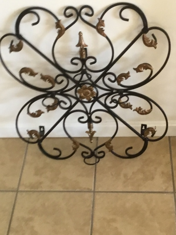 Wrought iron wall candle holder 013a8883-49c1-4f5d-abcb-737c7682a340