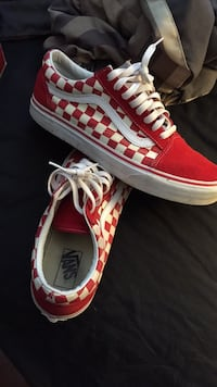 Red-and-white vans low top sneakers Toronto, M1B 3C7