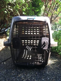 Dog crate  New Westminster, V3L 1Y3