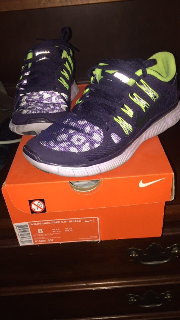 f73c22f3f713 Used Black purple and green nike running shoes for sale in Oxnard - letgo