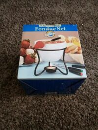 Selling a brand new fondue set Wichita, 67211