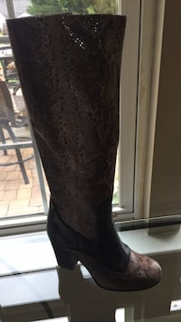 Pair of real snake skin boots 6 1/2 Dumfries, 22025