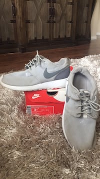 pair of gray Nike running shoes with box Odessa, 79765
