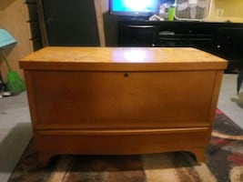nice chest like new made by lane