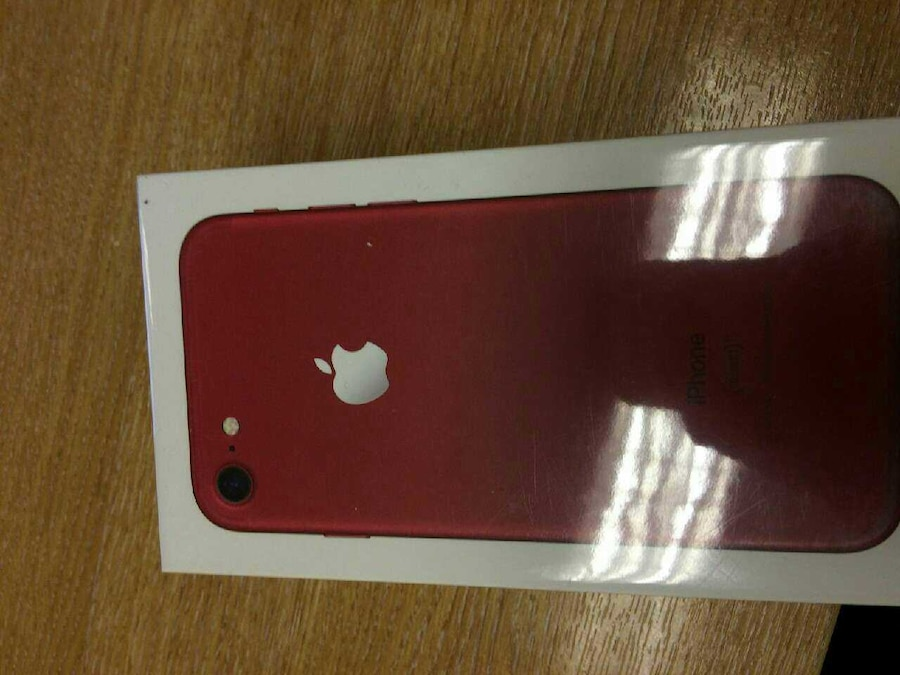 Apple iPhone 7 128GB Product Red  - 600 €