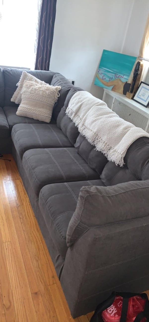 Ashley furniture Sectional, SERIOUS INQ ONLY! f9f4a8ae-7ede-49e5-b0ef-027bd7c3bedf