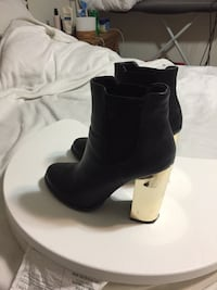 Forever 21   black short booties with gold heel   Size 8.5  Toronto, M1B 5Y7
